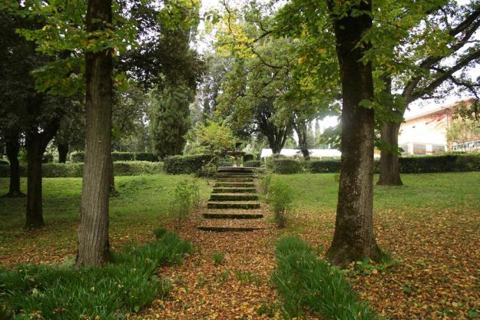 enormi spazi verdi cortile Villa Inglese