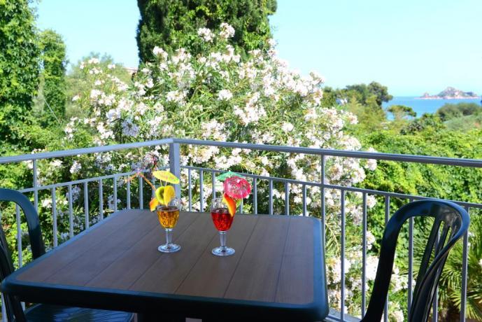 Hotel con terrazza panoramica sul mare in Sardegna