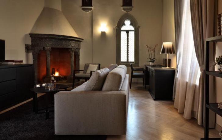 Suite con salottino camino albergo di lusso Perugia