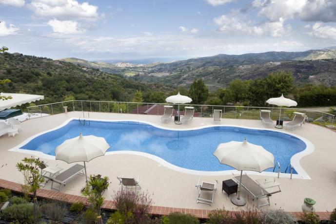 piscina con vista panoramica nel cilento