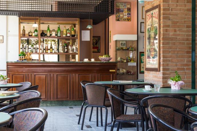 bar fornito colazioni drink aperitivi