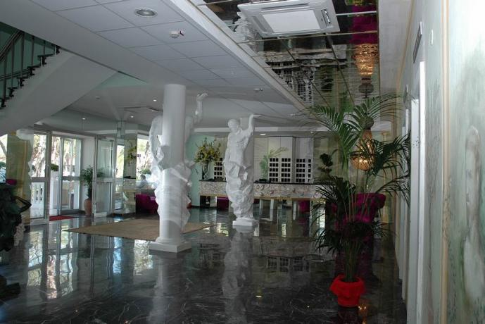 Hotel a Baia Domizia con Piscina e Spiaggia