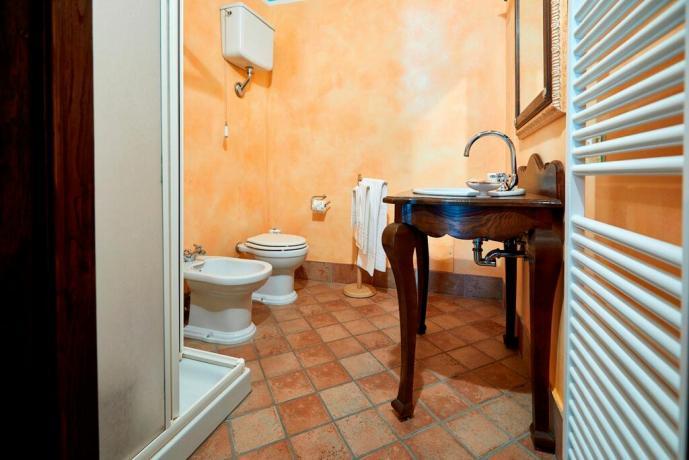 Casale Unciano con asciugamani bagno inclusi