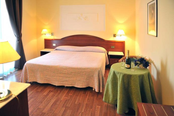 Camere Romantica in albergo con SPA e Piscina-coperta