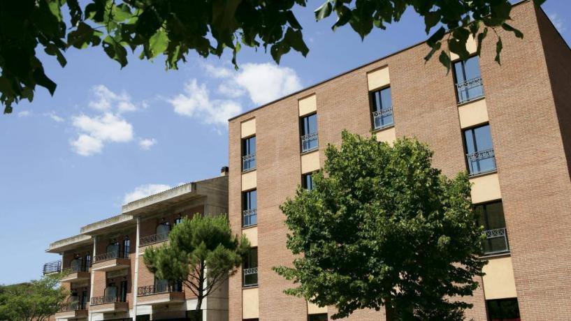 Elegant Hotel vicino Avezzanno e L'Aquila