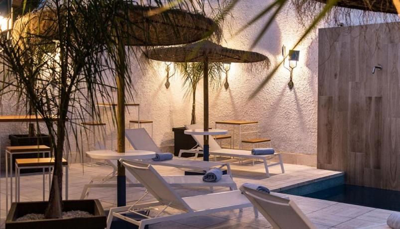 Pool Lounge Bar in Sardegna vicino alle Spiaggie-Chia