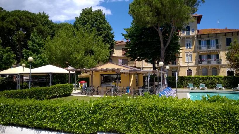 Bar esterno con piscina Hotel sul Lago