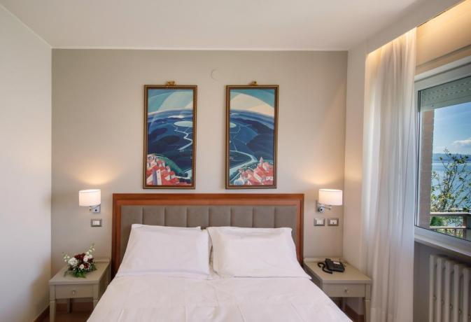 camera romantica matrimoniale con vista Lago Trasimeno