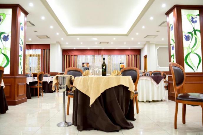 Vicino Napoli Hotel con Ristorante e Piscina coperta