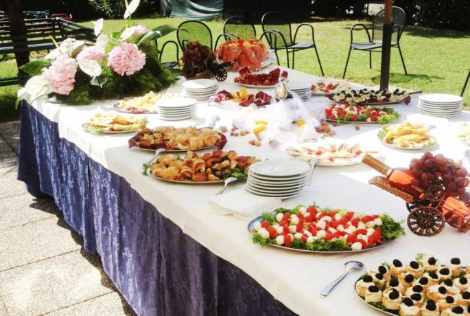 Ristorante a buffet a bordo piscina Hotel Lungolago