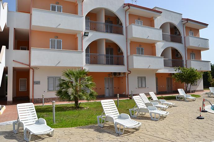 Appartamenti con Giardino Piscina vicino Mare Ionio Calabria