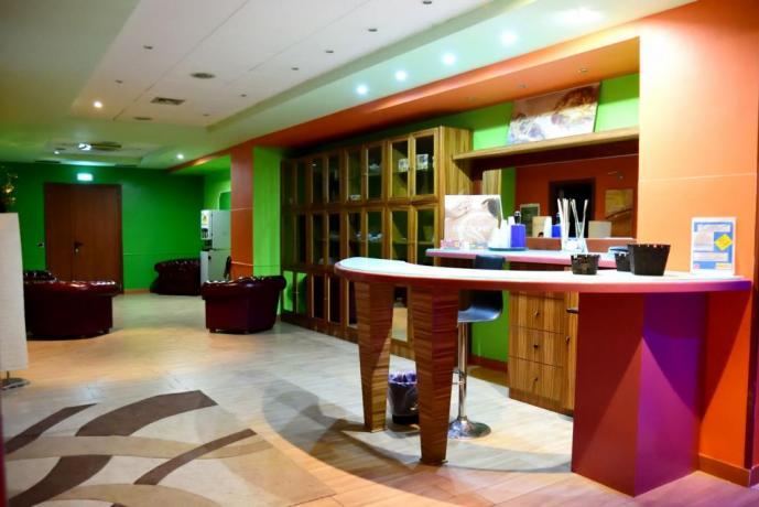 Sala Hall Hotel con Piscina Coperta a Caserta