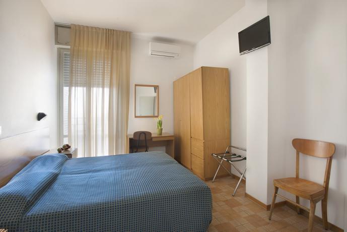 Camera matrimoniale con balcone hotel a Pesaro