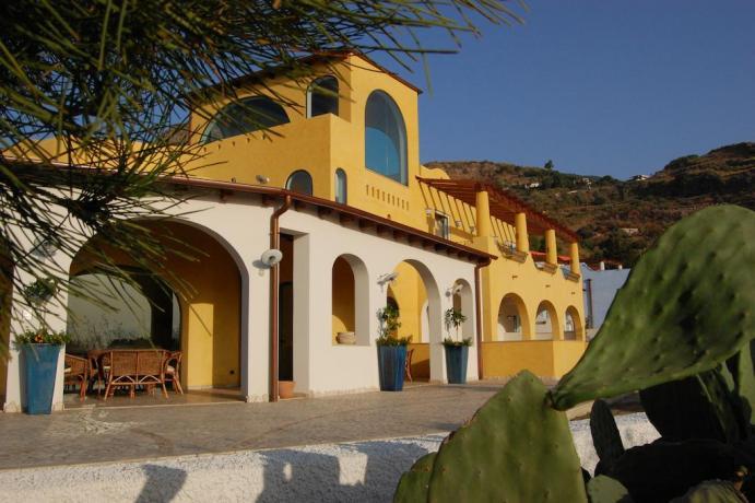 Hotel 4 stelle immerso nel verde Siciliano