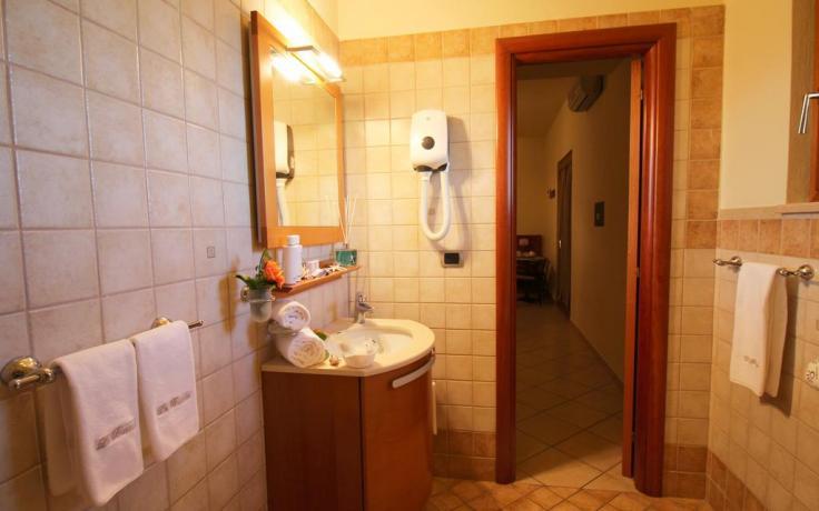 Hotel con appartamenti con ampi bagni vicino Tropea