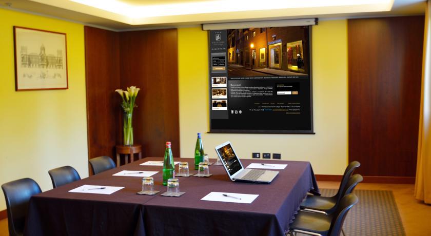 Sale riunioni con videoproiettore
