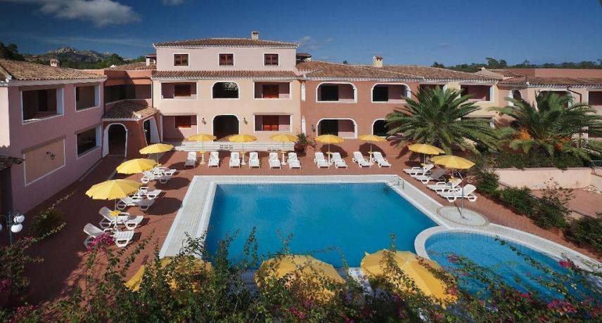 Albergo con Appartamenti e Piscina a Orosei Sardegna