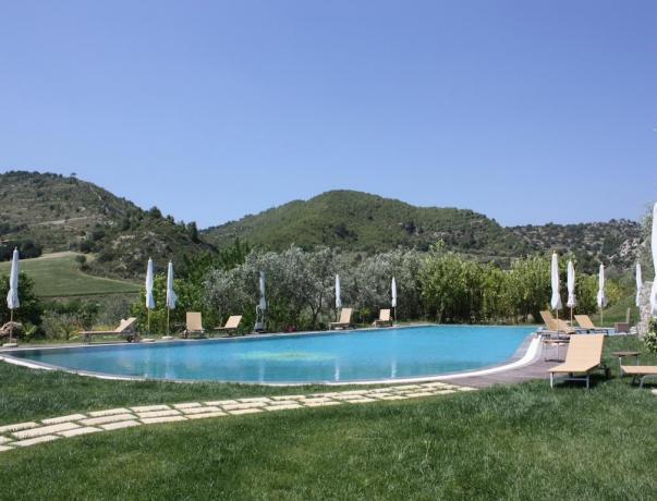 Piscina in campagna dell'hotel in Sicilia