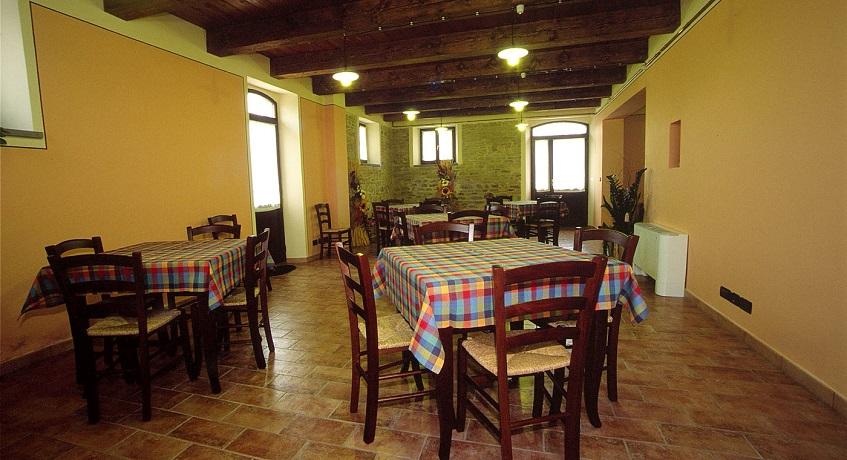 Casolare con Salone a Montecarotto