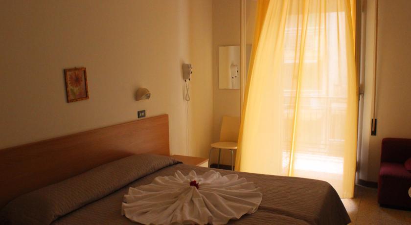 Hotel con Camere e Balcone a Rimini