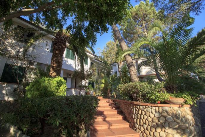 Villaggio a Tropea con Bar, Piscina e Spiaggia