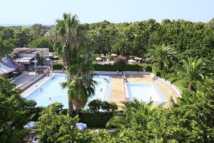 Vista piscina residence Marina di Mancaversa nel Salento
