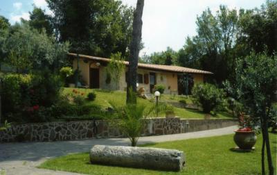 A Giove di Terni in Umbria, casa vacanza per 2/4 persone con giardino vicino Narni e Amelia