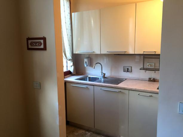 Appartamento Vacanza Bicamera: cucina attrezata