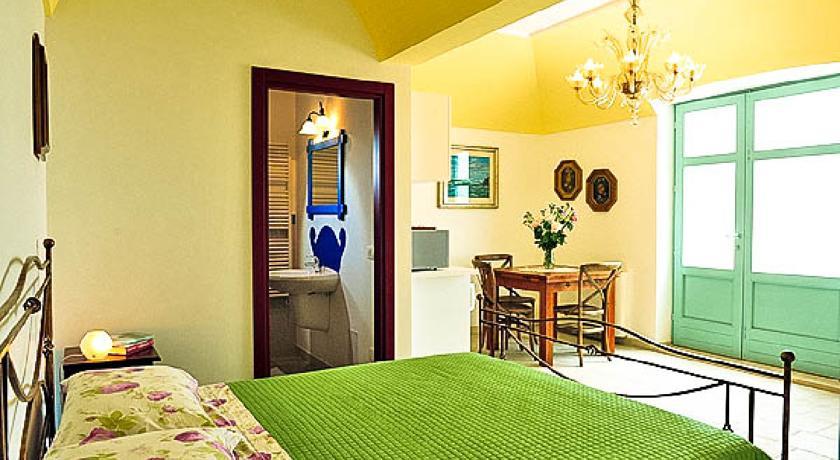 Camera Giuggiolo ideale coppia in Masseria a Cisternino