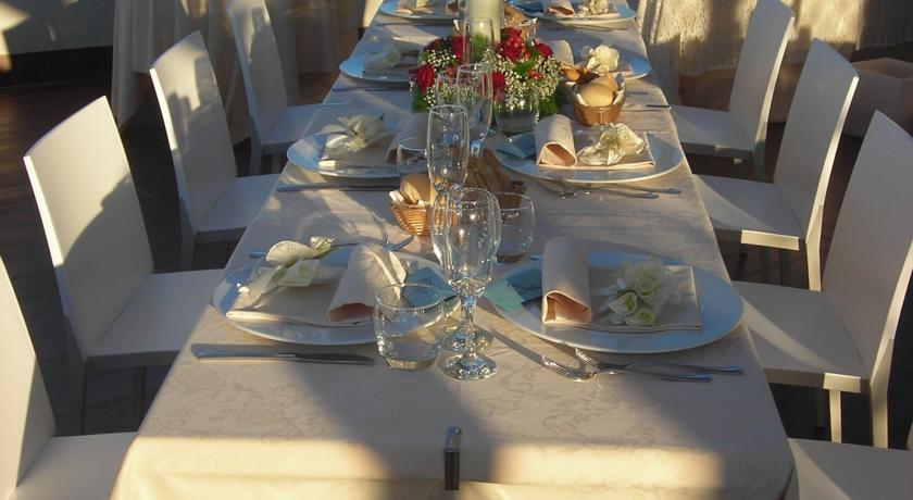 Hotel per convegni Fano, veranda ristorante vista mare.