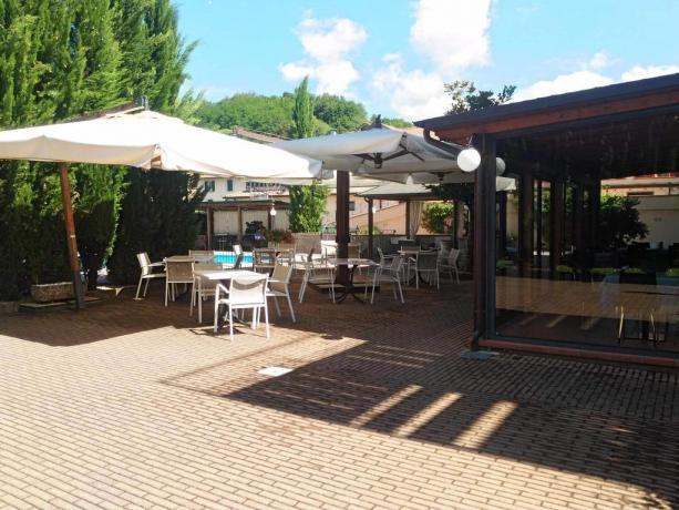 Albergo Arezzo con sala colazione esterna