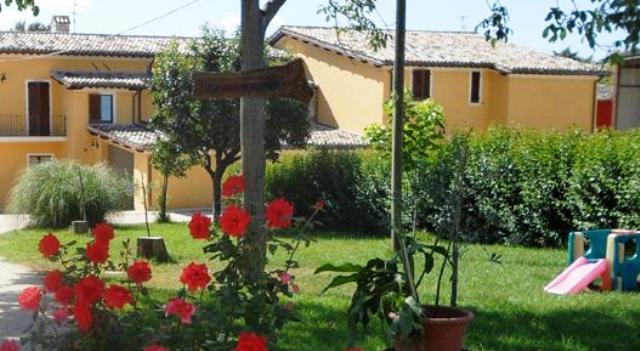 Agriturismo con giardino vicino Spoleto