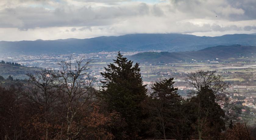 Villaggio con Vista sulle colline Toscane
