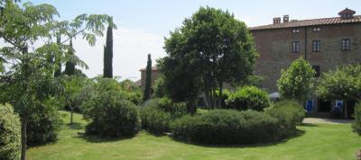 Casale con grande giardino