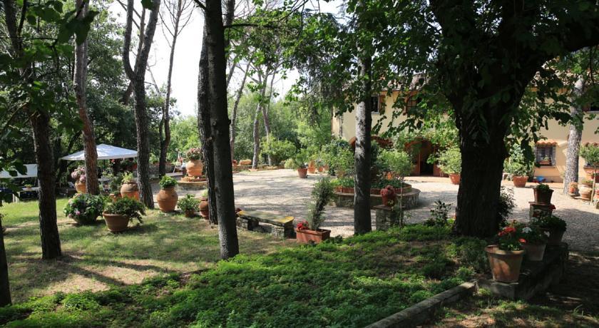 giardino esterno con gazebo