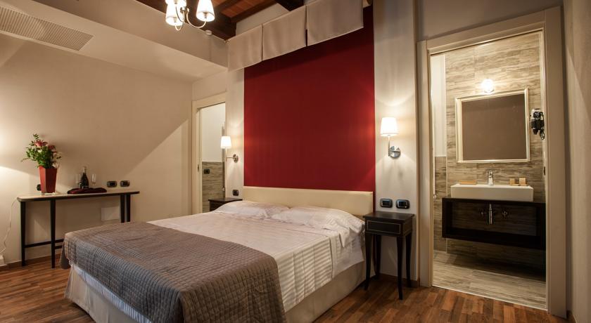 Camere con bagno privato a Castel del Piano