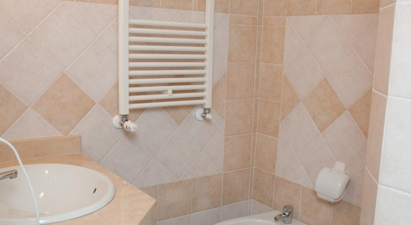 Bagno Camera con Doccia Residence Assisi