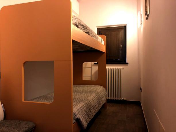 Trilocale con camera con letti a castello