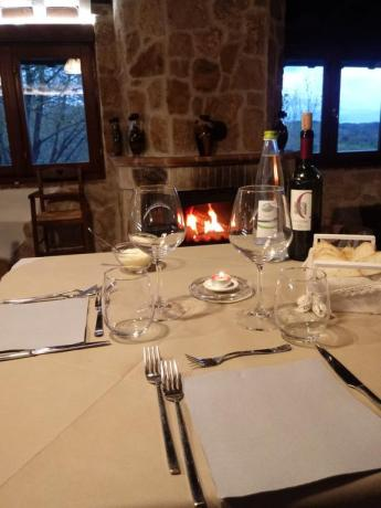Hotel Umbria Resort: ristorante accogliente con camino