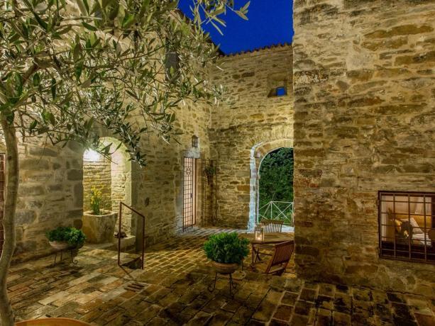 Antico Casolare in Umbria con appartamenti