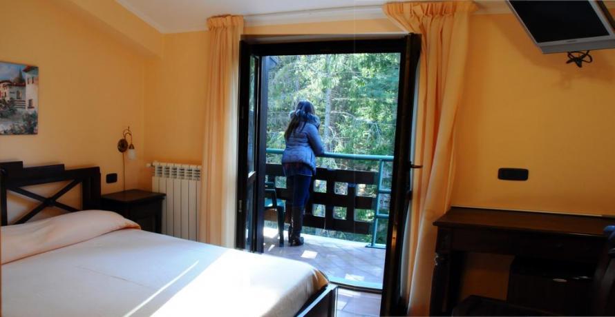 Camera matrimoniale terrazzo hotel ad Alfedena