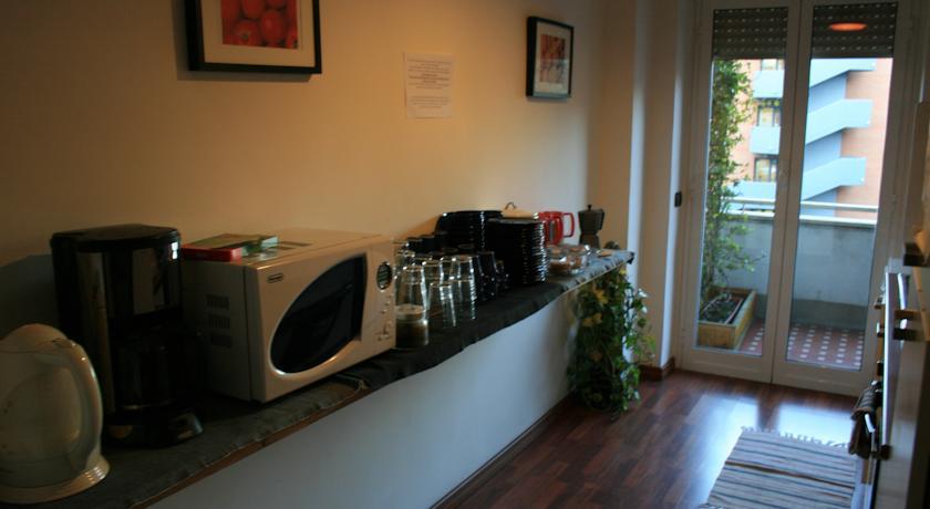 Cucina attrezzata in affittacamere nel Lazio