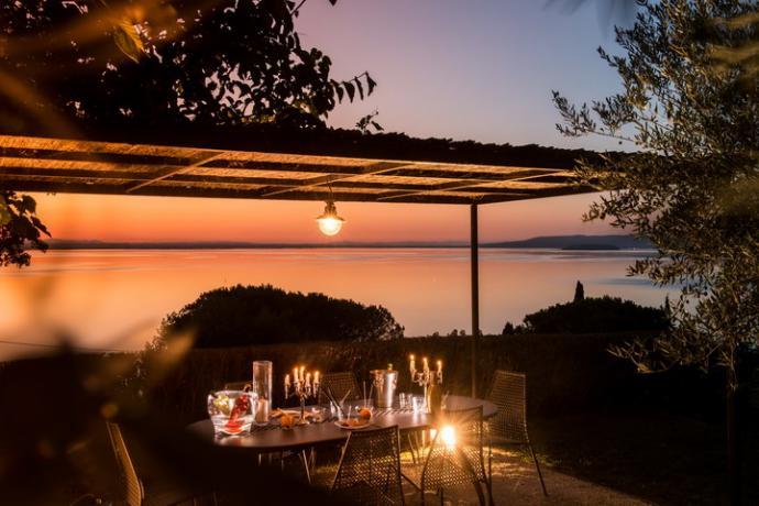 giardino esterno arredato anche per cenare con vista