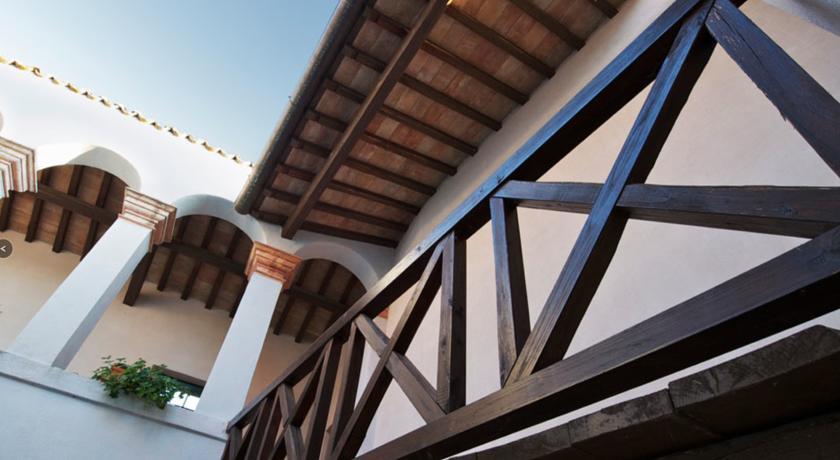 Antico Casolare con Travi in Legno in Umbria
