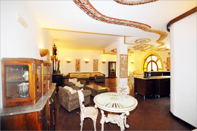 Hotel ad Alcamo, salotto in stile tipico siciliano