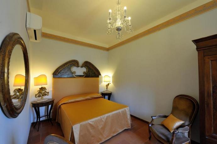 Suite lusso letto matrimoniale e armadio Perugia