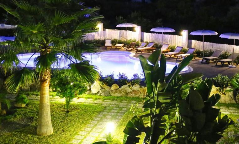 Piscina esterna notturna Hotel Isole Eolie
