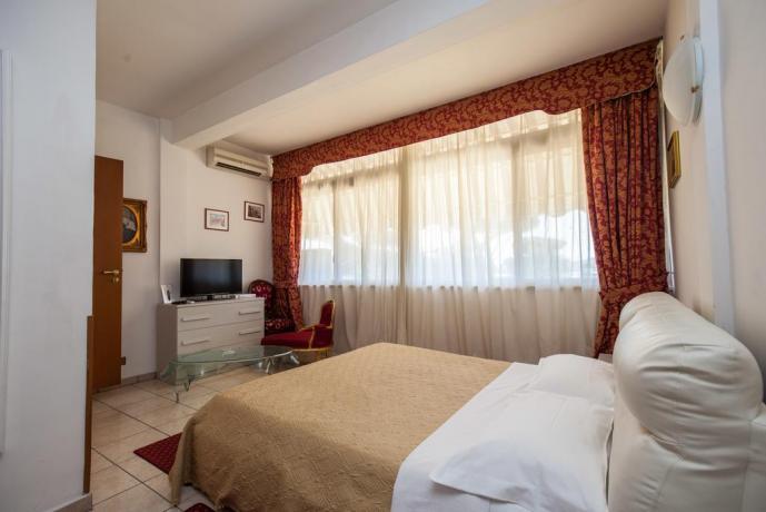 Camera matrimoniale in Hotel ad Ostia con tv