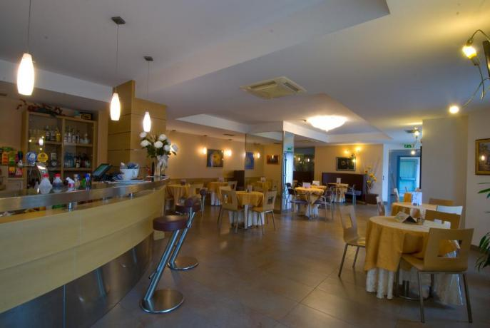 Hotel in Riva del Garda con Bar