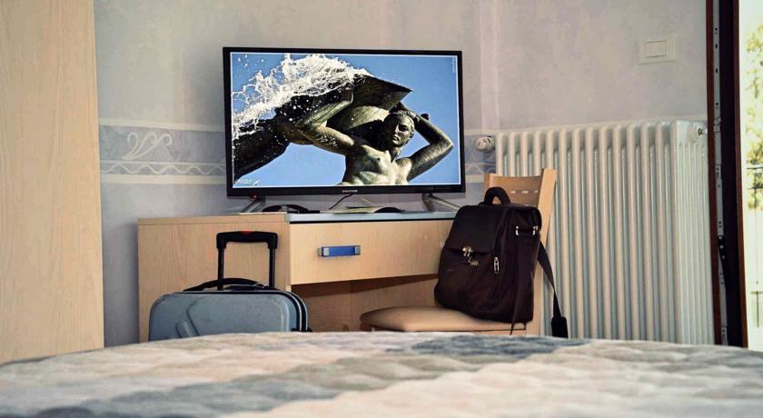 Camere eleganti e confortevoli con TV